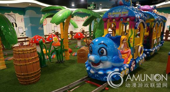 """据介绍,儿童乐园内设各类游乐设施,除了适合低龄儿童的""""沙滩""""游乐园"""