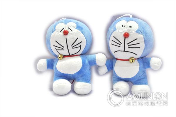 儿童娃娃机器猫采用纯手工制作,加上缝制上投注的情感,那种赋予