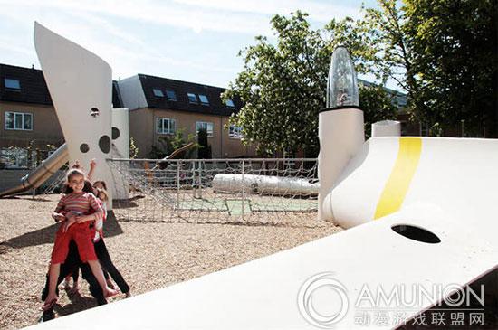 环保叶片做成的儿童游乐场设备