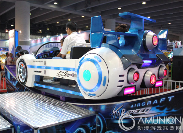 大型游乐设备 轨道旋转系列 星际时速游乐设备    尾部设计夸张而大胆