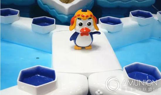 雪人,池身由浅入深的渐变蓝,   冰块融化,碎裂的缝痕,海底浮动的小鱼