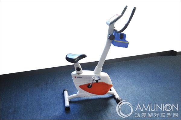 动感泡泡单车是一款专供儿童玩乐的儿童游乐设备,产品的造型仿健身房里的动感单车设计而来,时尚至美。当孩子们踩动脚踏板运作动感泡泡单车时可以发电,可以发射泡泡,还可以起到健身的效果,增强孩子的腿部的力量,美化下肢形体,提高身体摄氧量,有助于孩子的健康成长。产品采用优质环保油漆上色,共有红、粉、蓝、黄等多种颜色,也可买家指定颜色制作。   产品参数:   尺  寸:长80*宽45*高80cm   材  质:优质钢材+五级PP   上色方式:环保油漆、喷涂、可定制   适用范围:主题乐园、儿童乐园、学校、家庭
