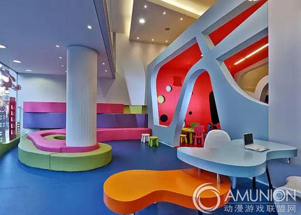 室内儿童乐园作为目前儿童体验休闲产业的一大趋势受到广大开发商及家庭消费群体的青睐,而千篇一律的室内儿童乐园空间设计已经不能满足越来越多消费者的眼光了。特色的设计才是室内儿童乐园区别于其它的竞争利器,通过收集整理部分童趣室内空间设计 案例,提供给大家欣赏,期望您能从中得到启发。                           &&&   下面四个室内儿童乐园空间设计的优秀案例各有特点,或温馨,或可爱,或漂亮,或卡通.